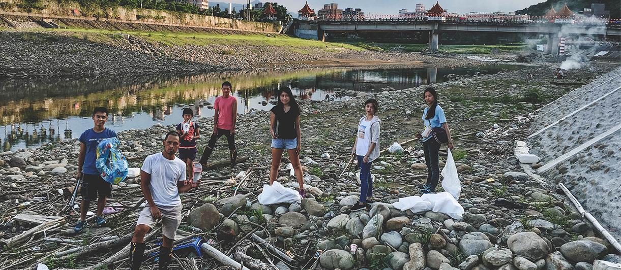 看見孕育三峽的河流--三峽河(溪)的歷史文化逐漸被淡忘,甚至成為遊客和居民丟棄垃圾的地方。2010年開始,我們開始在三峽發起淨溪行動,起初的目的只是想試圖找回三峽的年輕人,找回青年對土地的認同與關懷,希望喚起在地青年關心自己的土地。