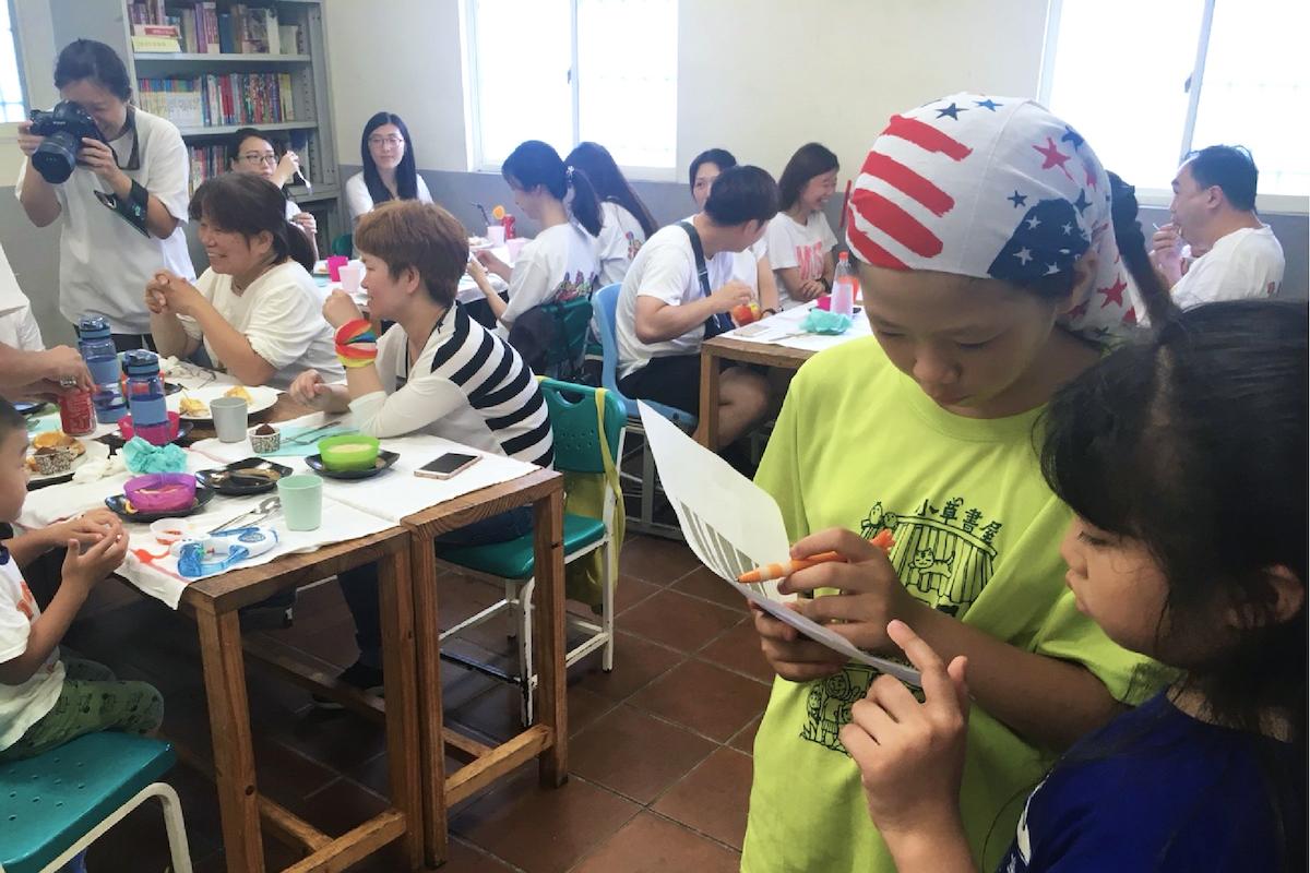 小草餐廳  主題式學習經營    從廚藝課開始,小草們對做菜開始有興趣,老師們開始思考要讓學做菜的廚藝課程走得更寬。