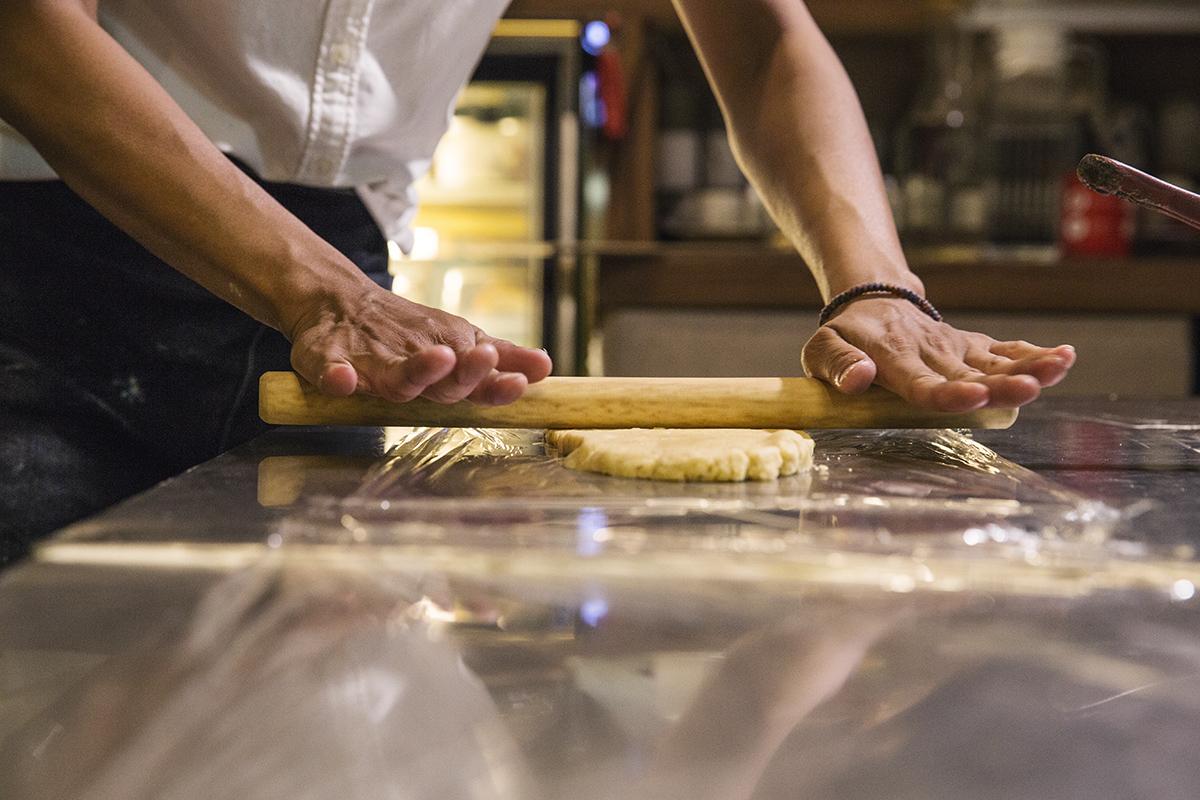 甘樂甜點 返鄉烘焙師的堅持和用心從台北回來三峽加入甘樂食堂後,終於可以自己尋找有特色和安心的食材。 | 甘樂食堂下午茶 | 古厝裡的美味時光