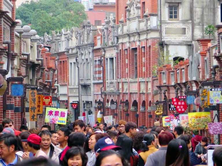三峽老街 每到假日便會出現滿滿人潮 | 甘樂文創 | 甘之如飴,樂在其中