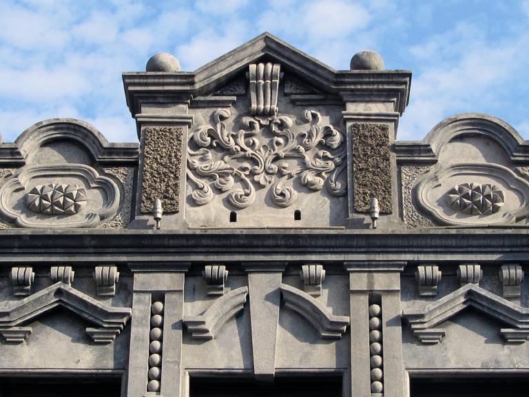 三峽老街 結合巴洛克風格與後文藝復興風格的雕花立面。 | 甘樂文創 | 甘之如飴,樂在其中