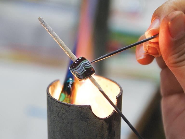 用琉璃珠串起部落文化與情感 / 卡塔文化 林秀慧