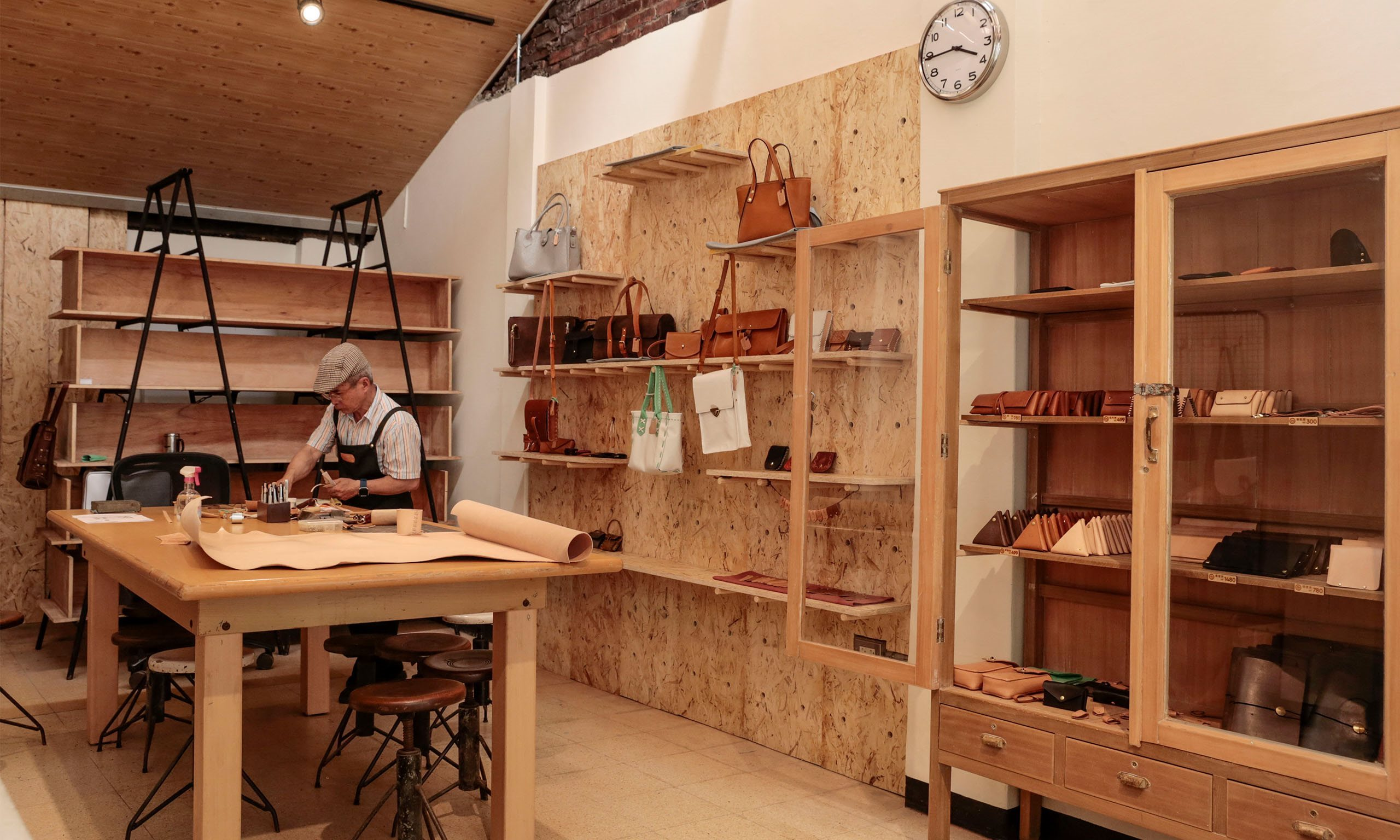 Leather Crafting DIY Workshop  - Taipei Culture Experience one-day tour