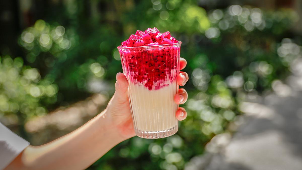 甘酒火龍果|將火龍果切丁加入甘酒攪拌,即可飲用,火龍果的顆粒與纖維並容入甘酒的甘甜香氣,甘酒中的米粒也會夾雜在果粒中,創造豐富的嚼感,自然的甘甜也完全不膩口! | 禾乃川國產豆製所 | 改變生命的豆漿店