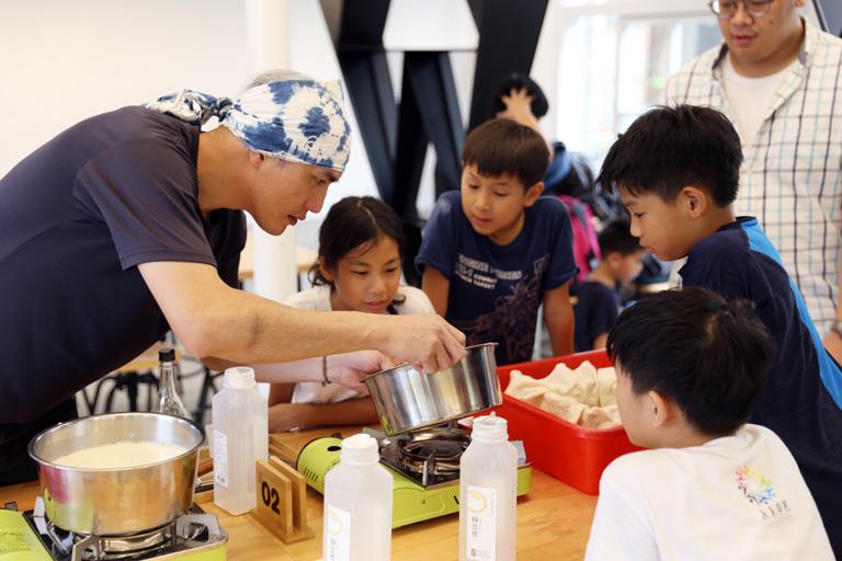 師傅解說製作流程 | 禾乃川國產豆製所 | 改變生命的豆漿店