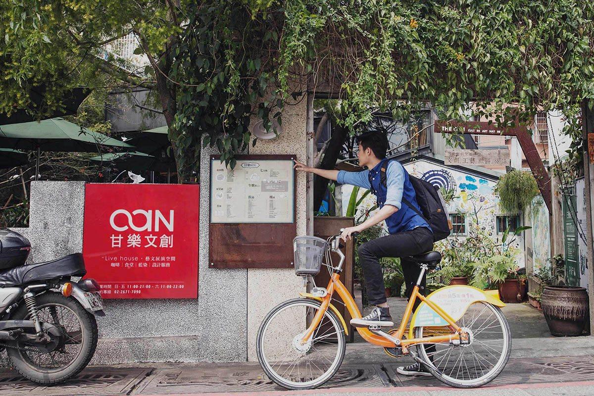 Are THE CAN  KOUJI Restaurant, HIDEKAWA, and HAKSIP Village close to Sanxia Old Street?