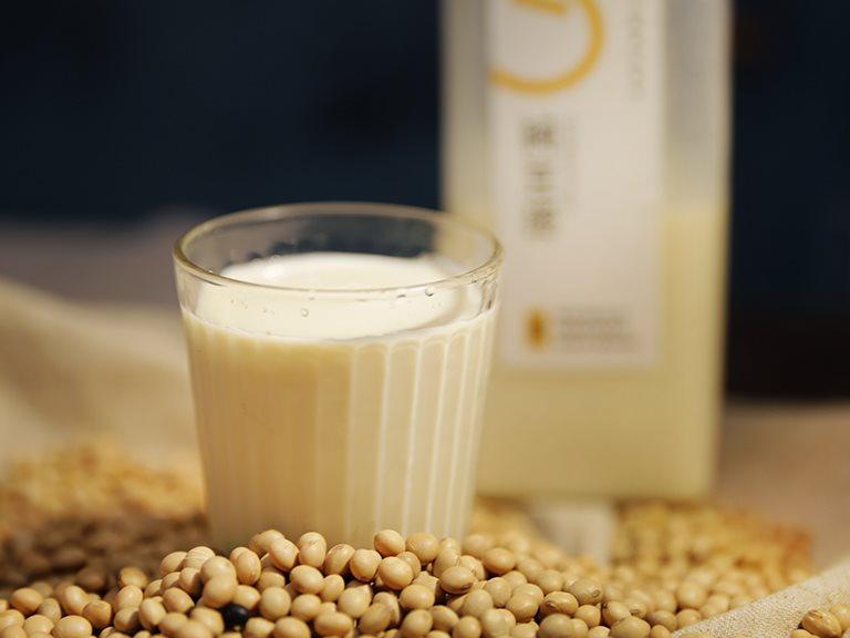 含有大豆異黃酮和優質植物性蛋白質的豆漿,有哪幾種健康的喝法呢?