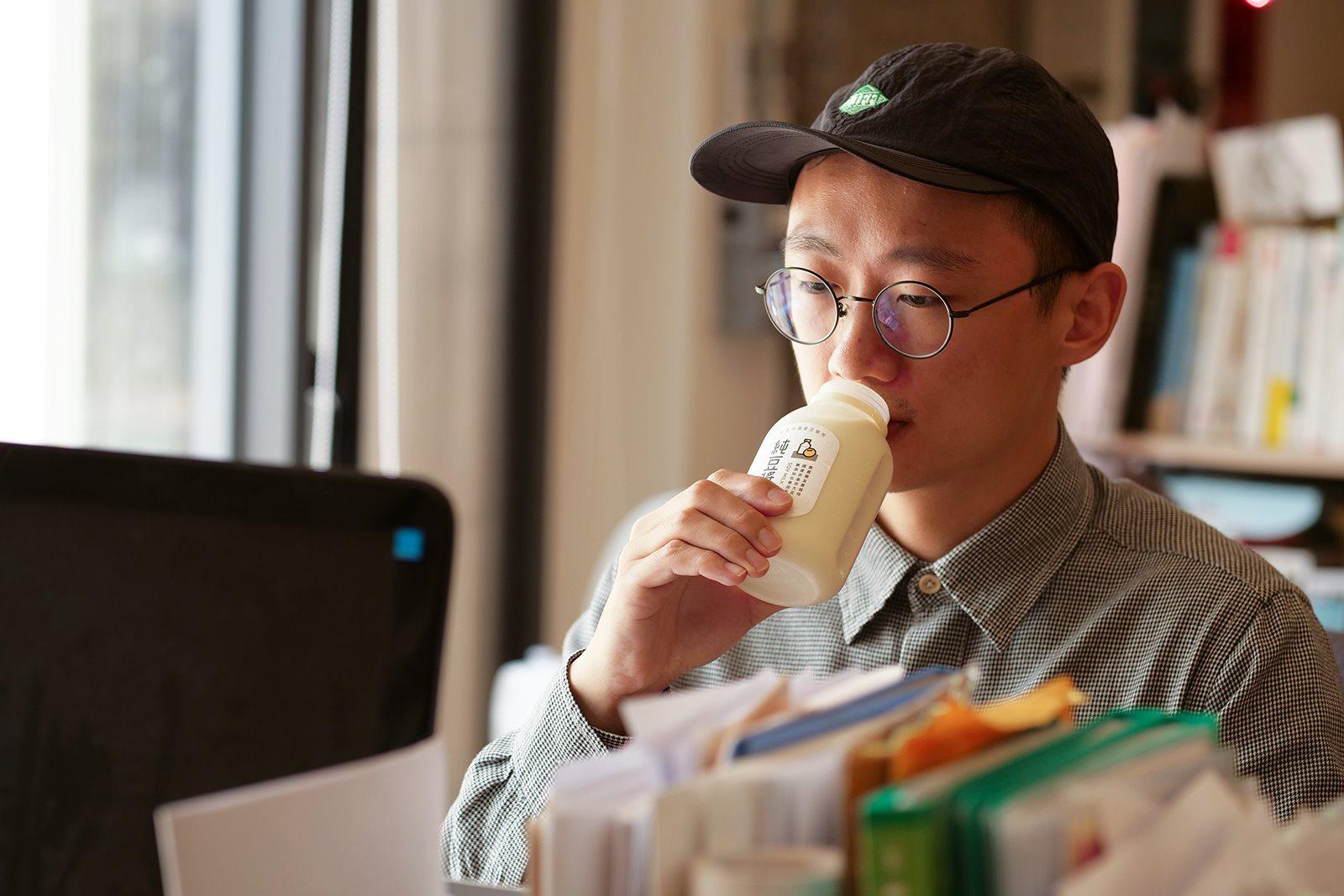 上班族早餐如何吃得健康,搭配禾乃川豆漿營養滿分!