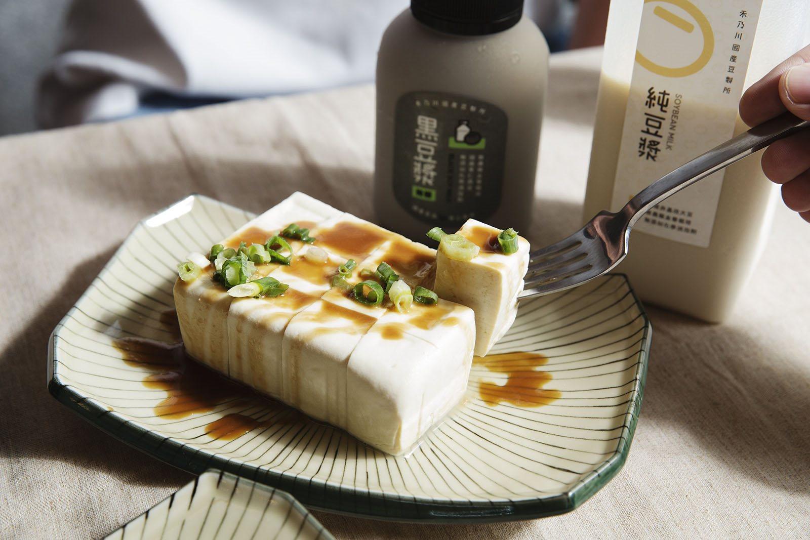 鹽鹵豆腐 - 選用台灣在地小農非基改,有完整產銷履歷且生產者資訊透明的上等大豆