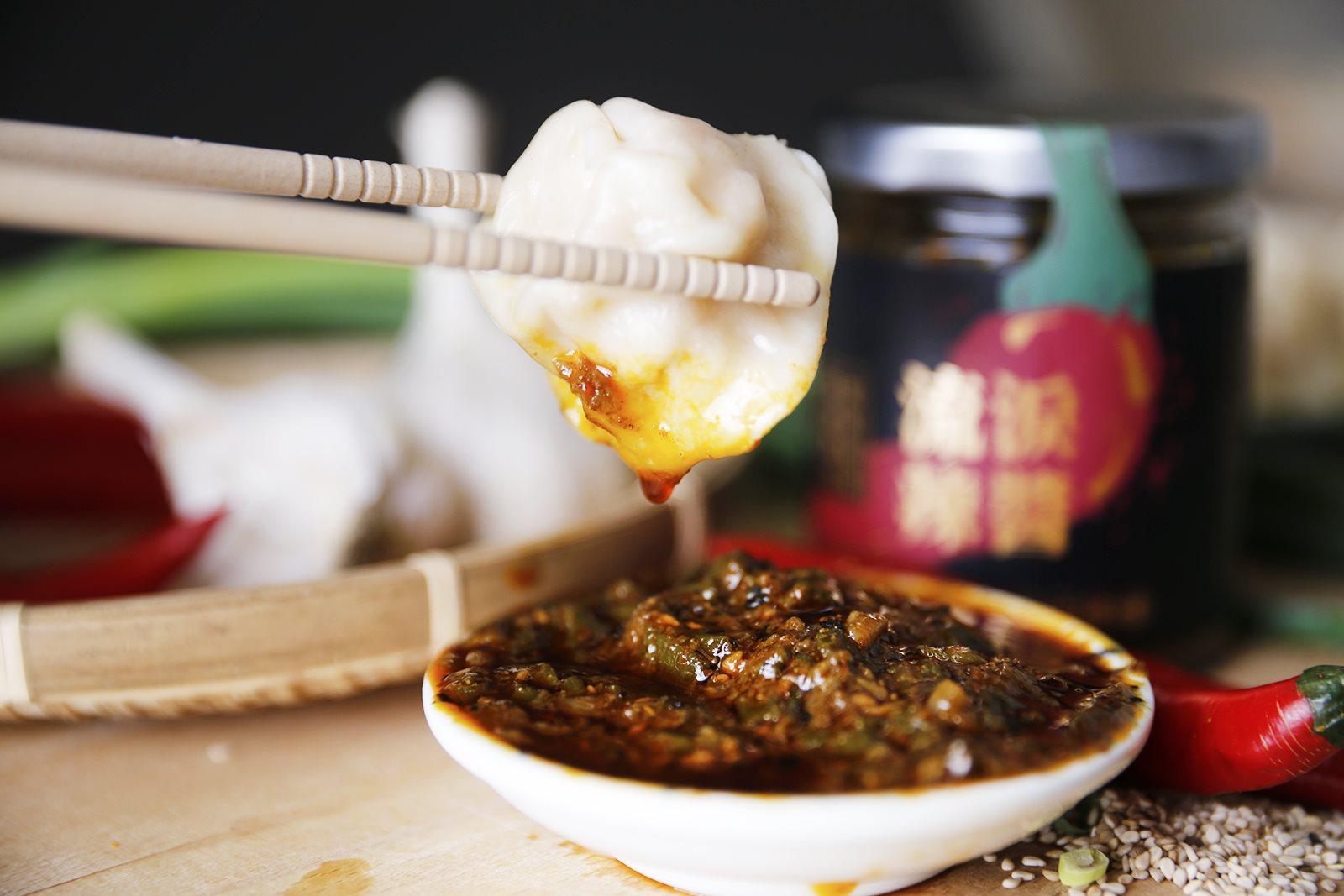 甘樂私房水餃沾醬調味作法大公開,不可缺少的禾乃川味噌溜與流淚辣醬