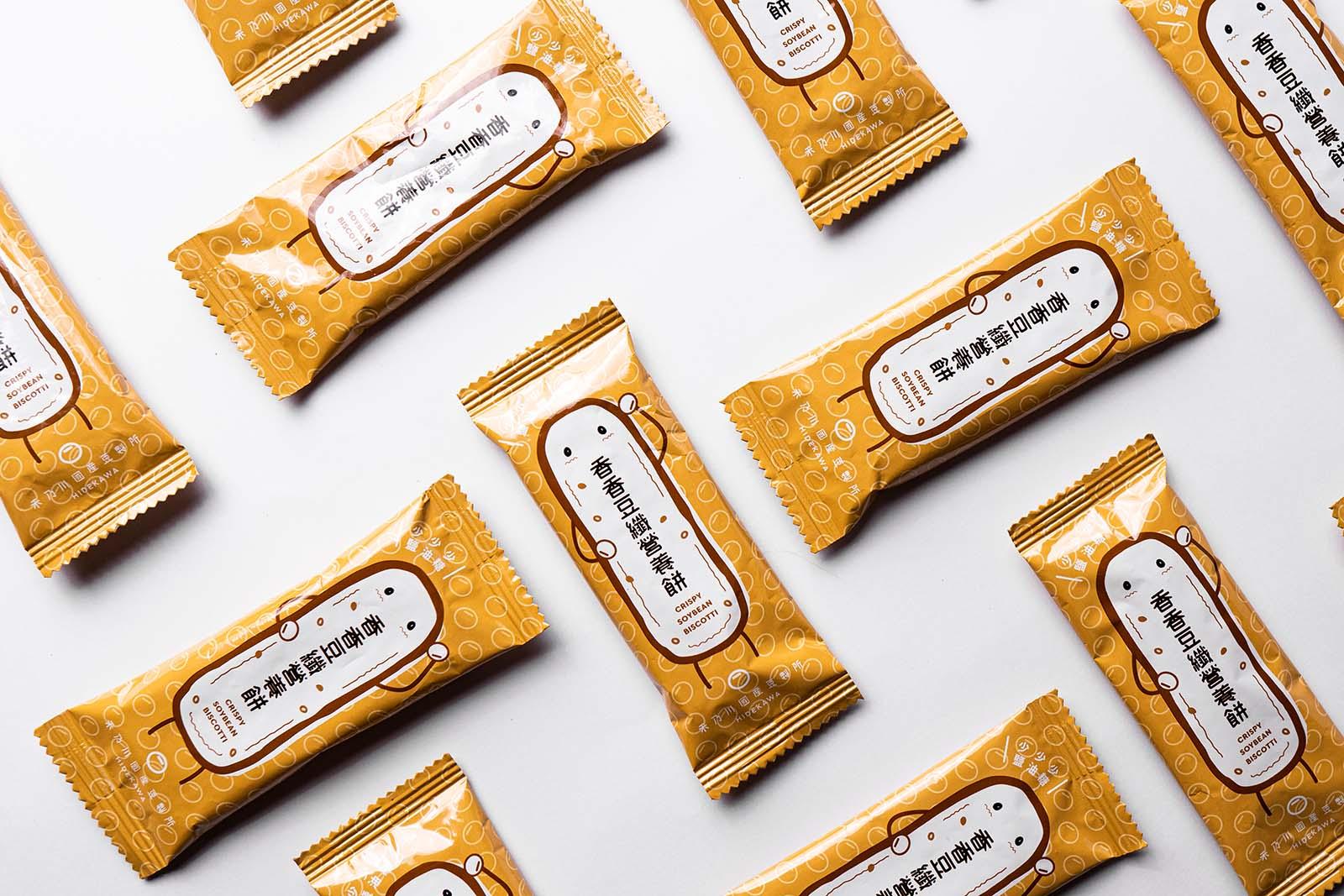 禾乃川國產豆製所選用台灣在地小農非基改,有完整產銷履歷且生產者資訊透明的上等大豆,並堅持純天然無添加的製作過程,不僅給顧客最優質的豆製產品,也友善對待這片土地。  此次推出的禮盒採用了禾乃川的經典插畫,傳遞禾乃川的品牌精神,並挑選了三樣主打產品供自由搭配組合,適合企業送禮的各式需求。 | 改變生命的豆漿店