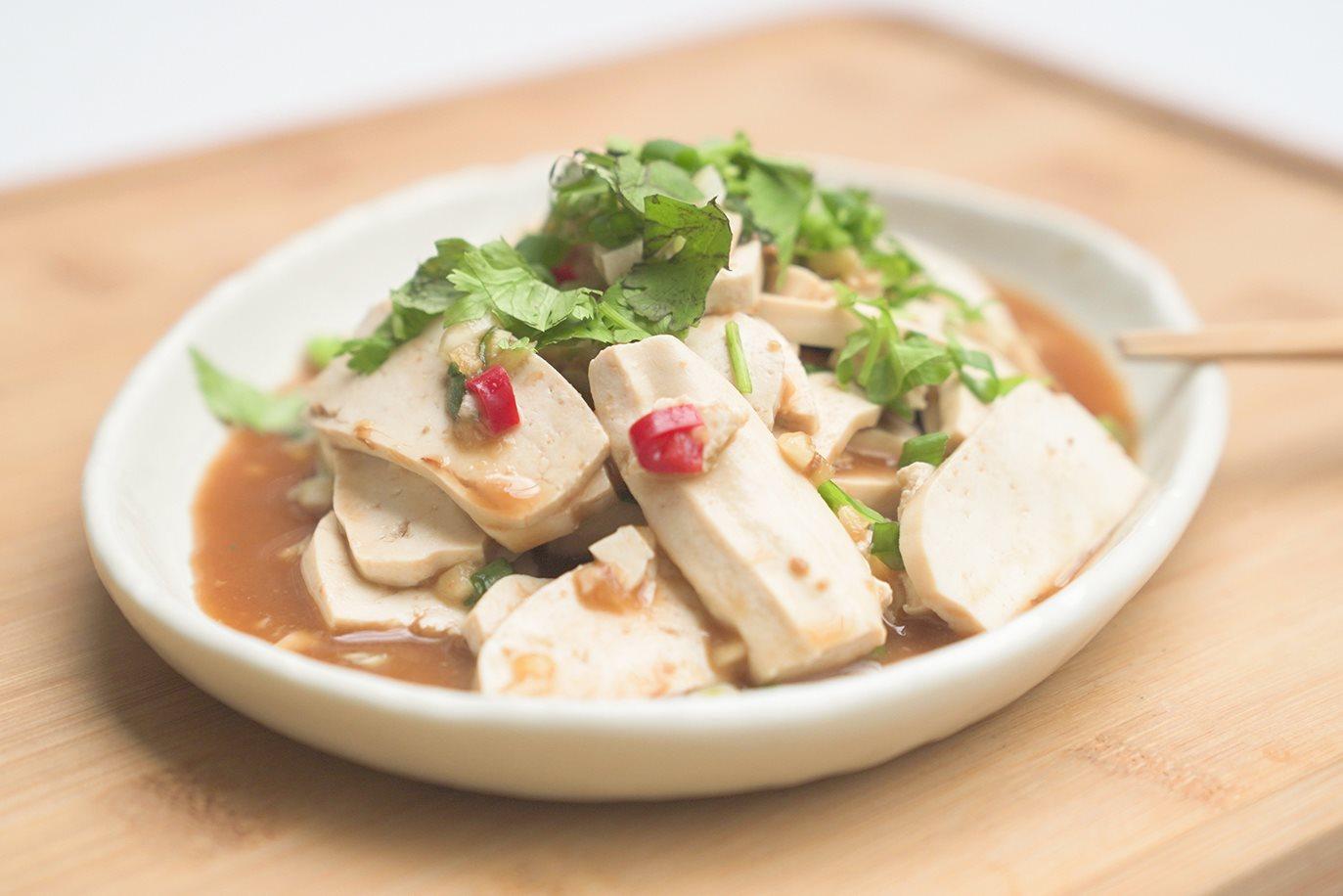 台式蒜辣涼拌豆干,令人懷念的巷口黑白切就是這味|禾乃川小廚房