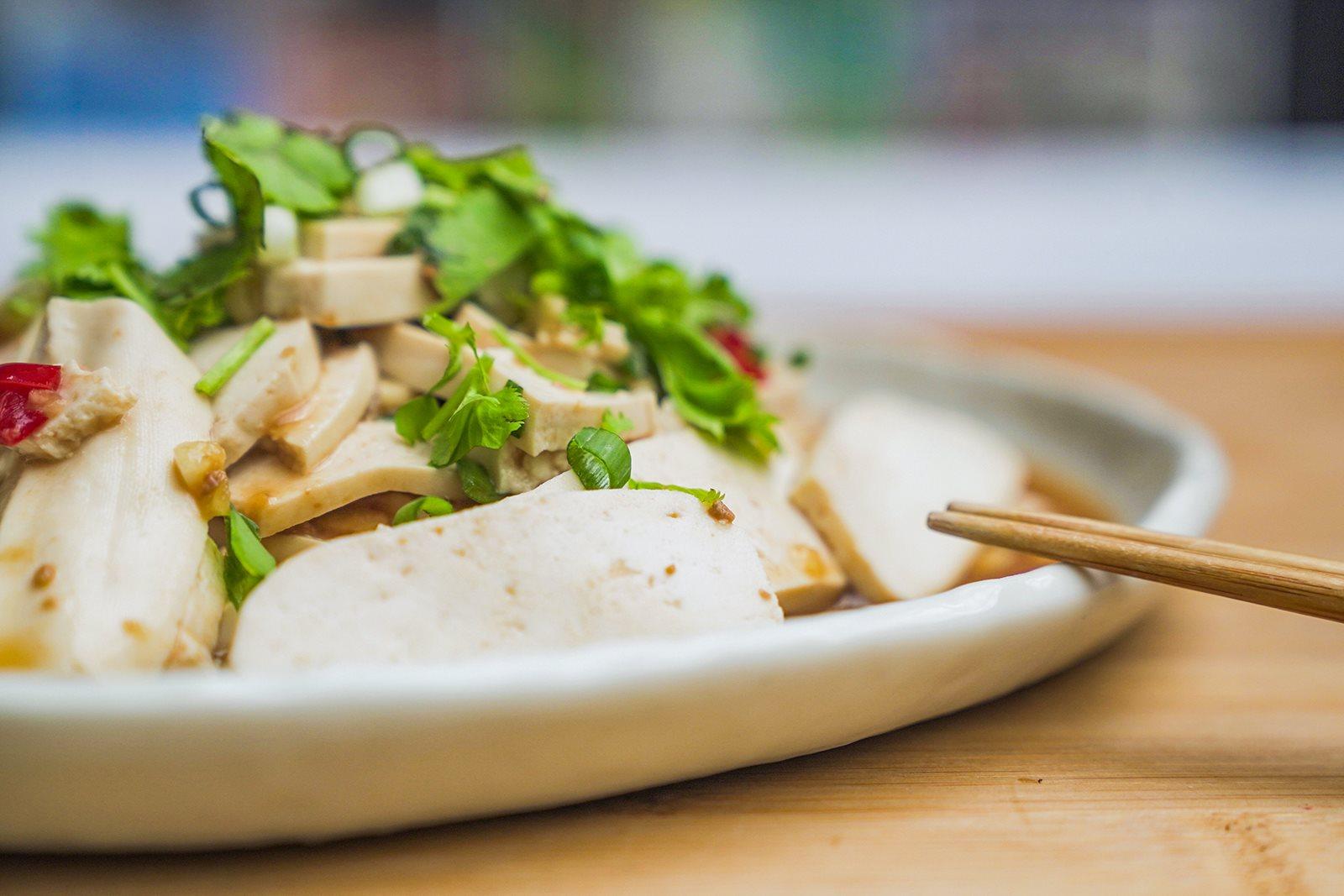 夏天爽口開胃的涼拌小菜怎麼做,禾乃川國產豆製所教你鹽滷豆干入菜