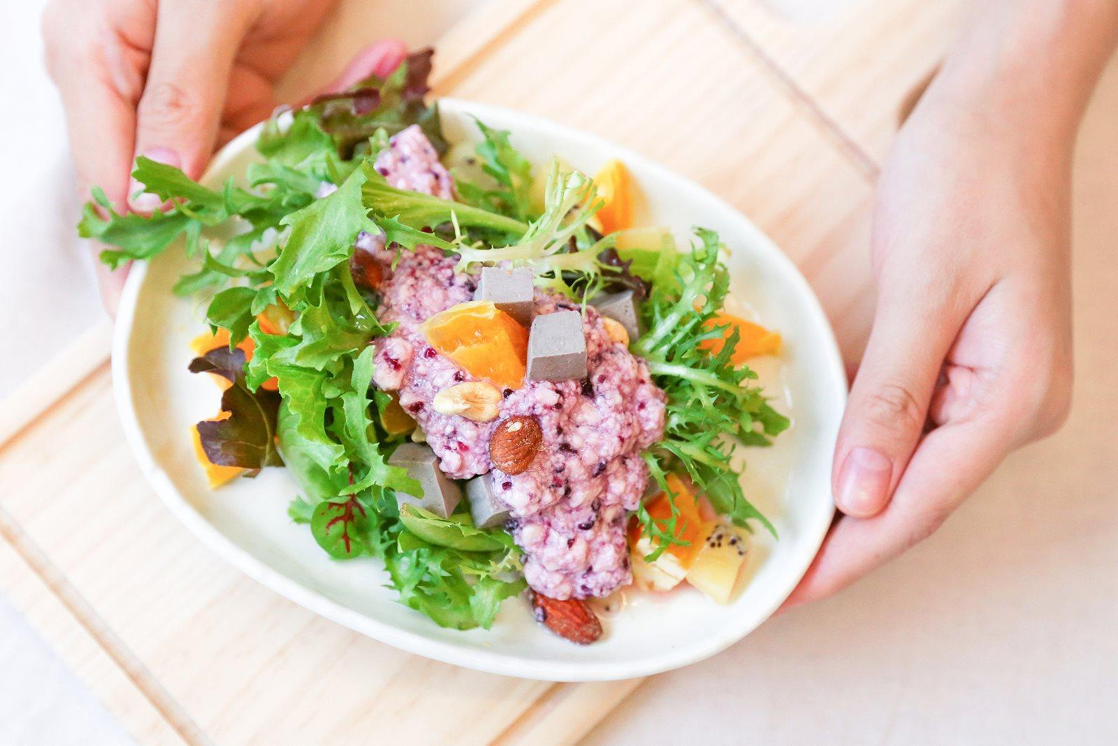 桑葚豆漿優格佐豆腐沙拉,酸甜滋味溫柔喚醒早晨的胃|禾乃川小廚房